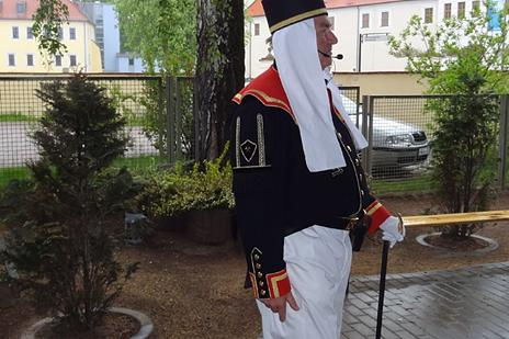 ... in traditioneller Uniform des Bergakademisten.